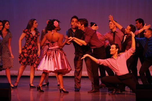 \u00a1Viva! Broadway y Pareja de Tres #MicrotheaterMiami
