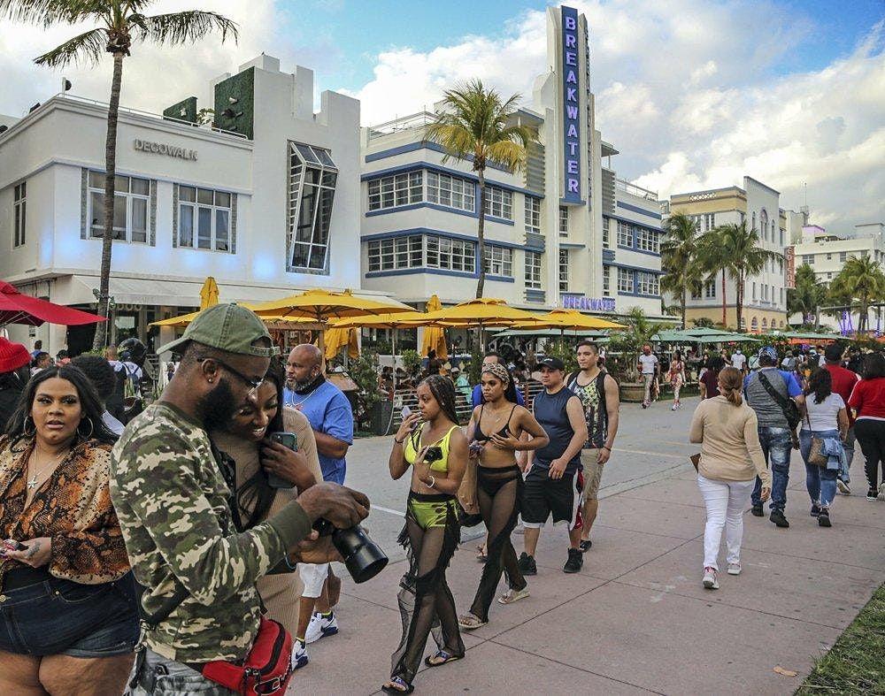 Ebony Fit Sunday Funday South Beach Bar Crawl. ( Ebony Fit Weekend ).